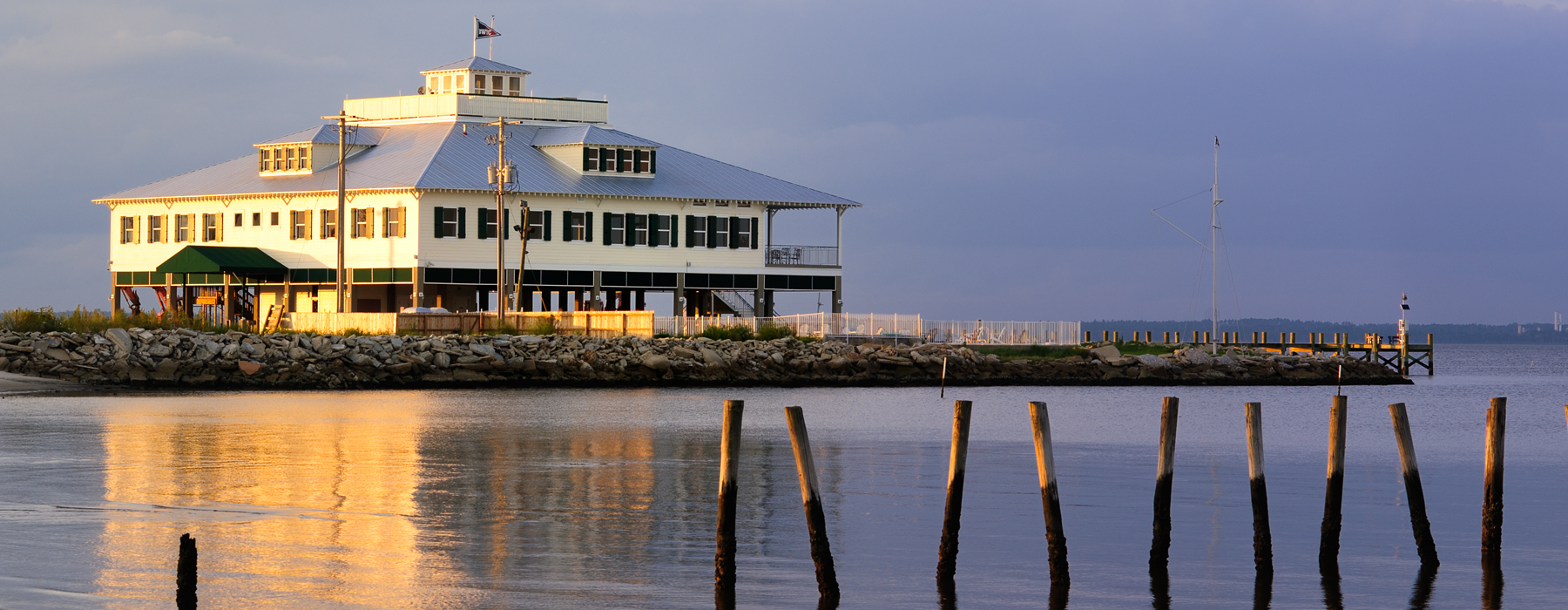 Bay Waveland Yacht Club
